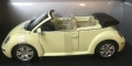 VW New Beetle Cabrio Mellow Yellow 1:18 825924103